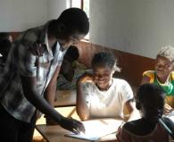 teacher-engaging-students